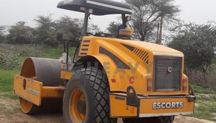 rent EC 5250 Price rent escort soil compactor in ahmedabad gujarat escort 10 ton soil compactor for rent he 2015 970 heavyequipments_1533902508.png