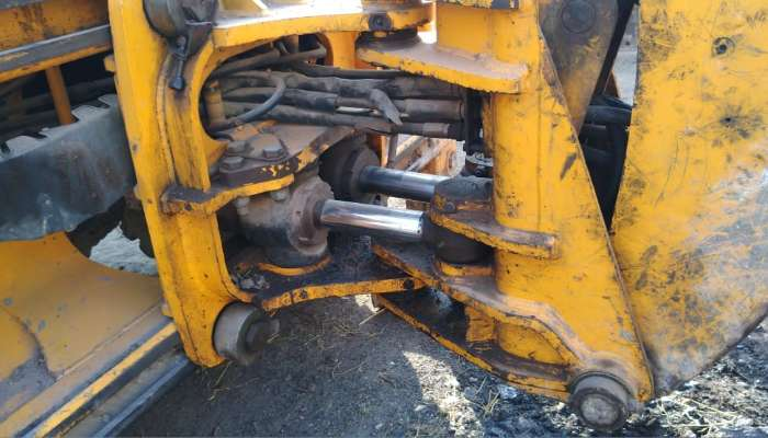 used Bull Smart Backhoe Loader Price used bull backhoe loader in vadodara gujarat used bull smart 60 hpfor sale he 1749 1580447128.webp