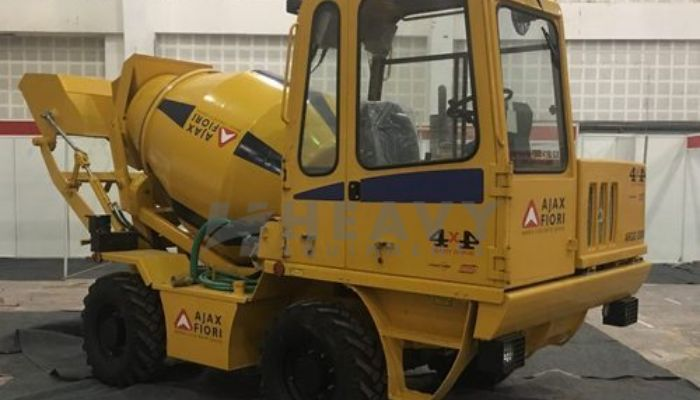 Self Loading Concrete Mixer Rent
