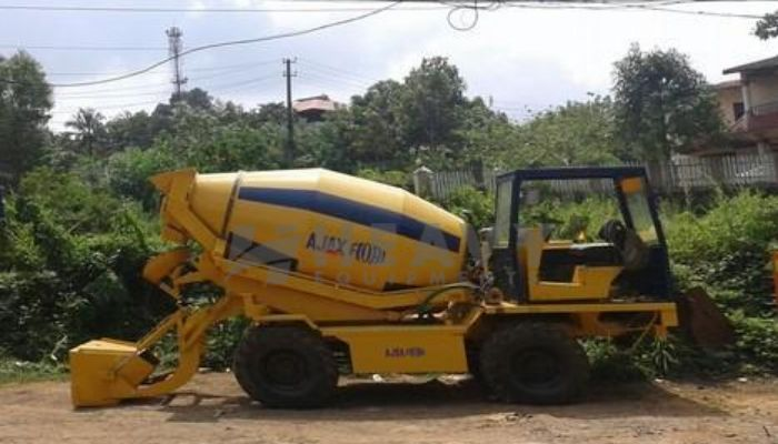 Self Loading Concrete Mixer For Rent