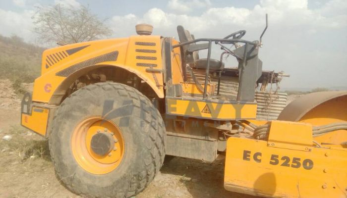 rent escort soil compactor in new delhi delhi escort soil compactor ec 5250 on hire he 2014 647 heavyequipments_1529492583.png