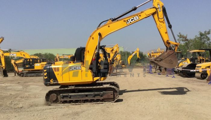 JCB JS-140 Excavator For Rent