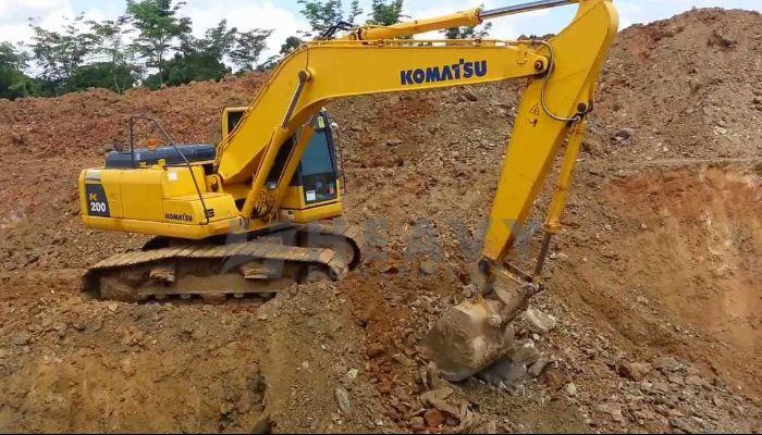 rent komatsu excavator in kutch gujarat rent on excavator pc 200 in kutch he 2011 173 heavyequipments_1518263042.png