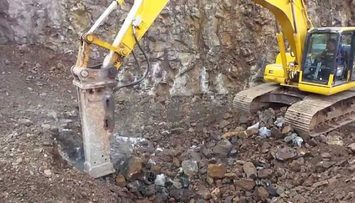 rent komatsu rock breaker in new delhi delhi hydraulic rock breaker rental in india he 2014 144 heavyequipments_1518241739.png