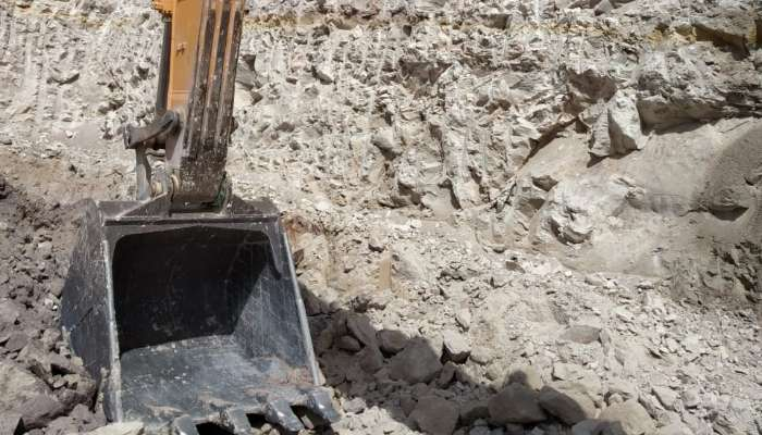 used hyundai excavator in kutch gujarat hyundai 210 lc excavator  he 1597 1558178548.webp
