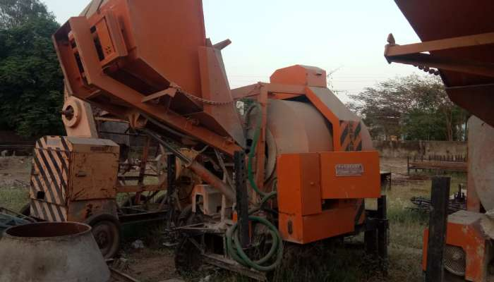 used universal concrete mixers in bharuch gujarat used concrete reversible mixer he 1786 1594540268.webp