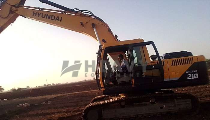 Hyundai R210 For Sale in Gujarat