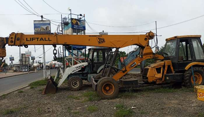 Selling of earth moving vehicle