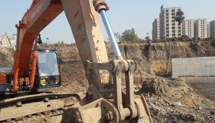 used tata hitachi excavator in valsad gujarat tata zaxis200 he 2016 1277 heavyequipments_1545194135.png